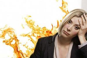Nóng trong người là hiện tượng gì? Biểu hiện và cách điều trị