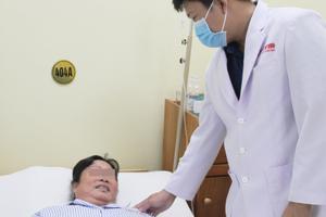 Bệnh nhân không có nước tiểu do sỏi kẹt cả 2 bên niệu quản gây tình trạng suy thận cấp nguy hiểm