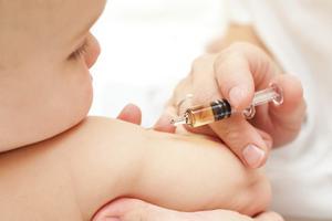 Tiêm ngừa trẻ sơ sinh và trẻ nhỏ:  Bước đệm đầu đời cho sức khỏe con bạn!