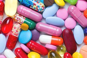Nên hay không nên dùng thuốc kháng sinh điều trị sốt virus