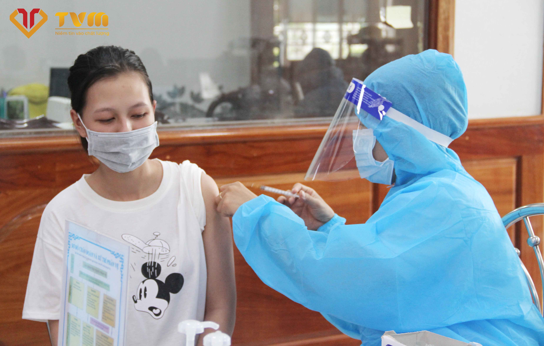 Tiêm ngừa vaccine COVID-19 ngoại viện tại công ty Trang Khanh