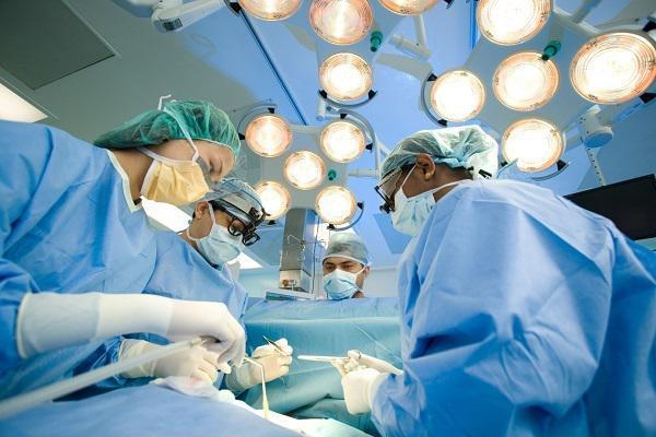 Phẫu thuật u xơ tử cung có nguy hiểm không?